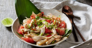 Yum Som-O Gai Sheek (Poached chicken in coconut water salad with Fresh Pomelo) Recipe in Urdu