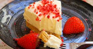 White Chocolate Strawberry Cheesecake Recipe in Urdu