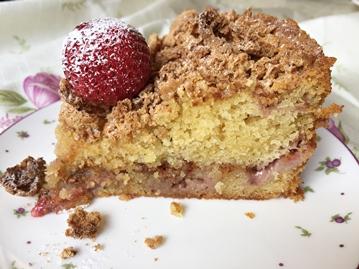 strawberry amaretti crunch cake slice